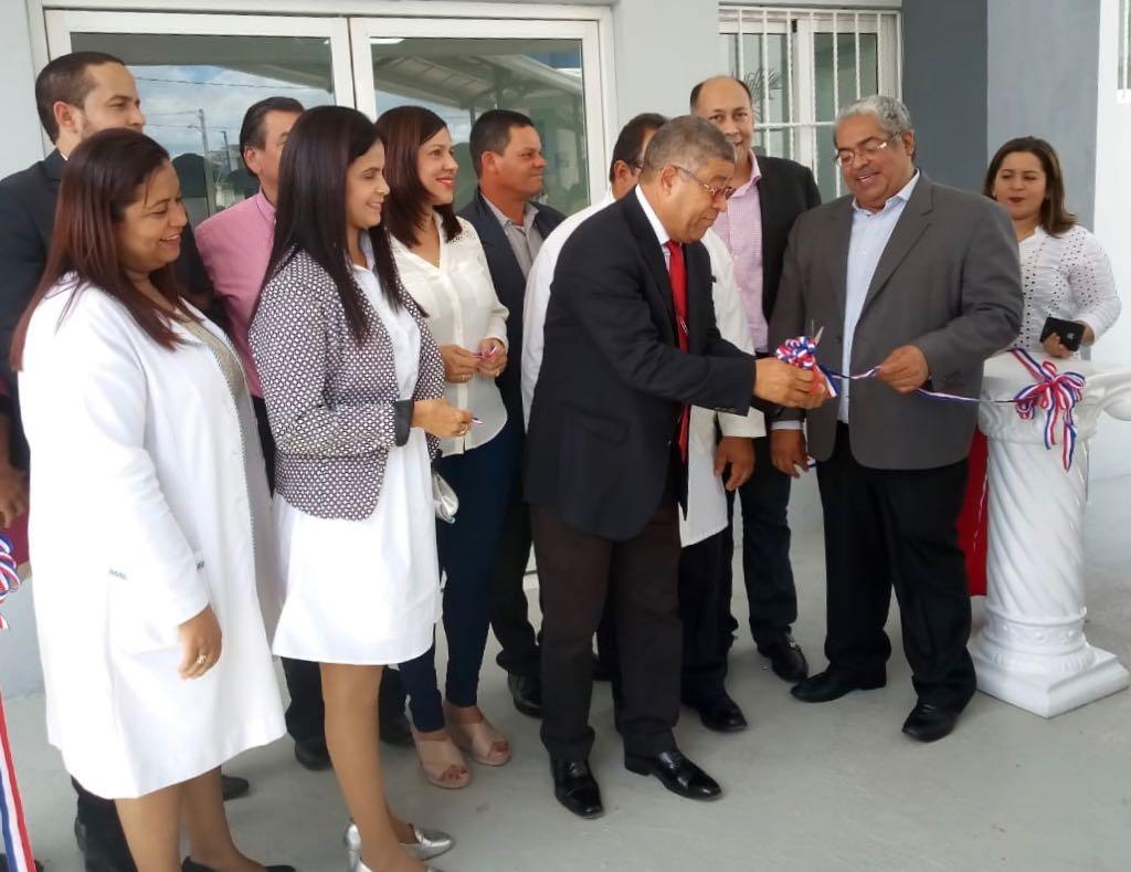 Read more about the article SNS Y SRSND  INAUGURAN MODERNA EMERGENCIA EN SALCEDO