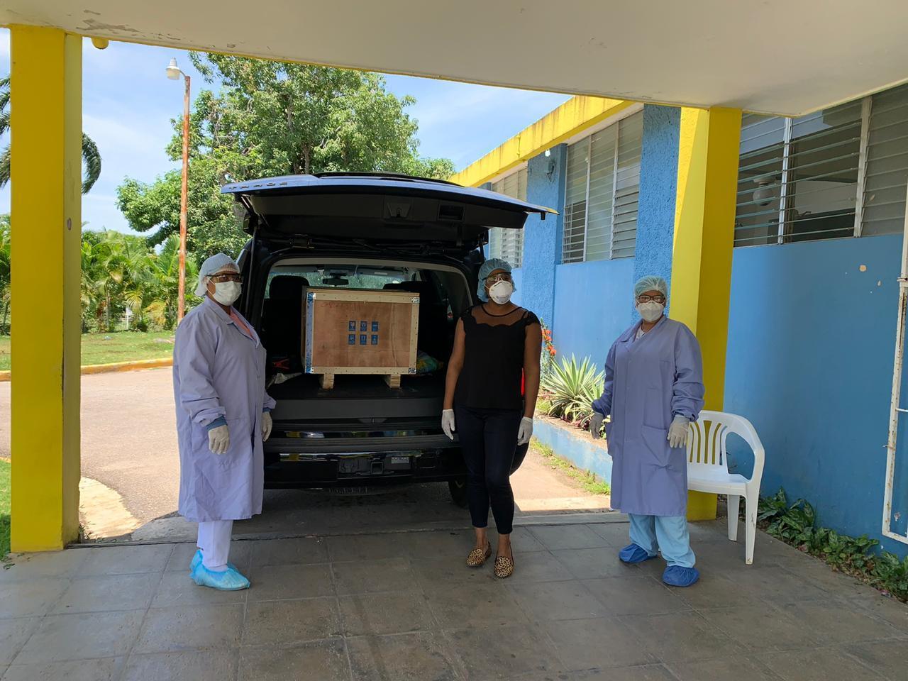 You are currently viewing SNS entrega moderno equipo de Química Sanguínea al hospital Desiderio Acosta de Río San Juan con el objetivo de seguir fortaleciendo los servicios que ofrece el centro asistencial municipal.