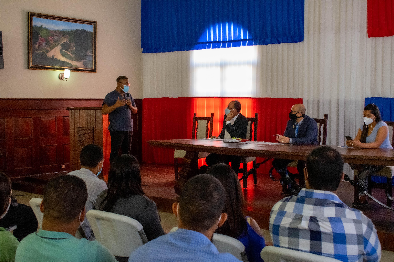 You are currently viewing SRSND sostiene conversatorio con médicos pasantes en la provincia Duarte