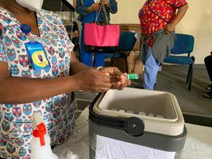 Read more about the article Más de 700 médicos y enfermeras se han vacunado contra el COVID-19 en SRS Nordeste